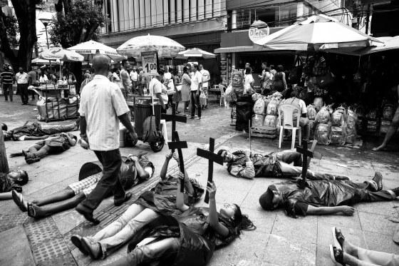 Flash Mob da CPT Bahia e parceiros para denunciar os Conflitos no Campo_Salvador_tB (136 de 167)